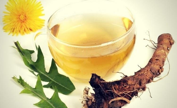 Отвар корней одуванчика можно применять при лечении анорексии в домашних условиях.