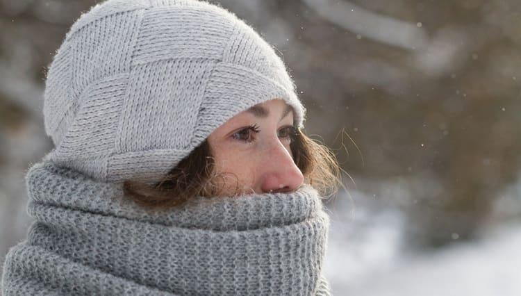Для профилактики неврита лицевого нерва очень важно одеваться по погоде и не допускать переохлаждения.