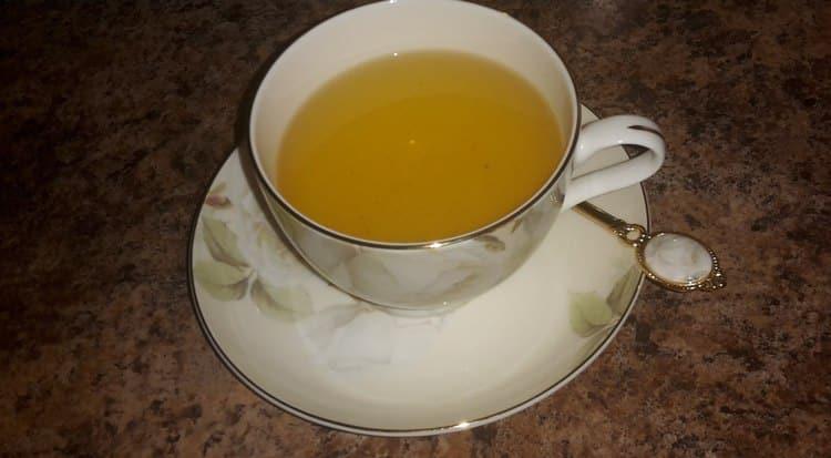 Полезными свойствами обладает чай и отвар их гречихи посевной, хотя есть и противопоказания к применению такого средства.