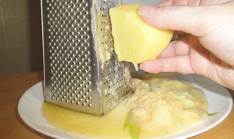 При лечении дисгидроза кистей рук в домашних условиях можно применять компрессы на основе тертого картофеля.