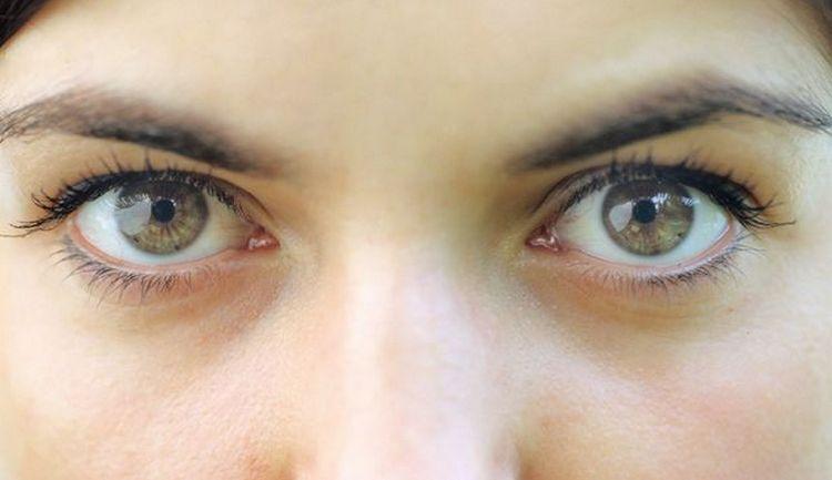 Такой симптом может наблюдаться и при заболеваниях глаз.