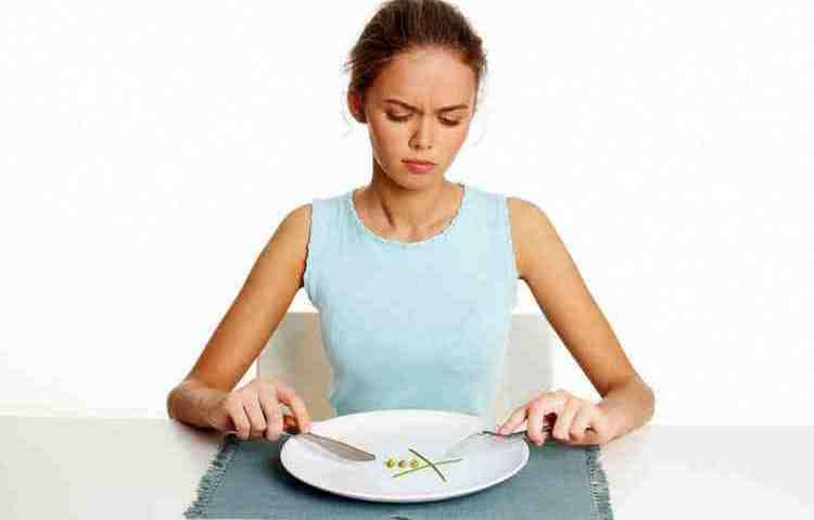 Анорексия является длительным недугом, в период до и после лечения человек требует внимания.