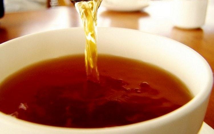 Для примочек можно использовать даже крепкий черный или зеленый чай.