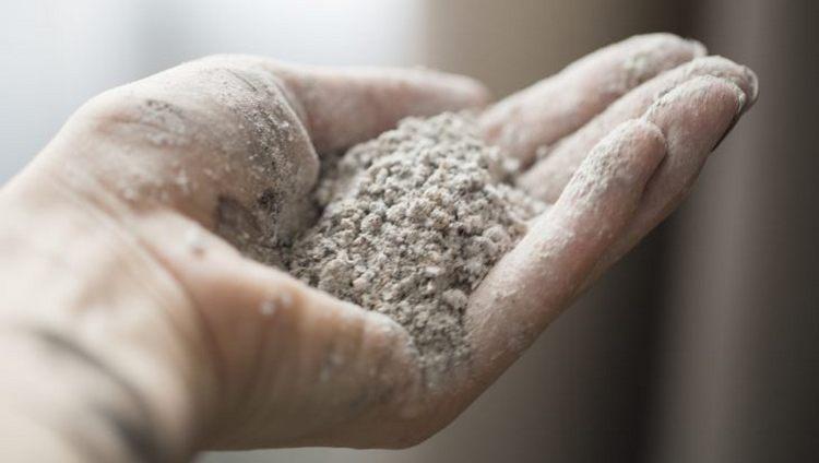 При лечении базалиомы ладаном применяется не он сам, а зола из него.