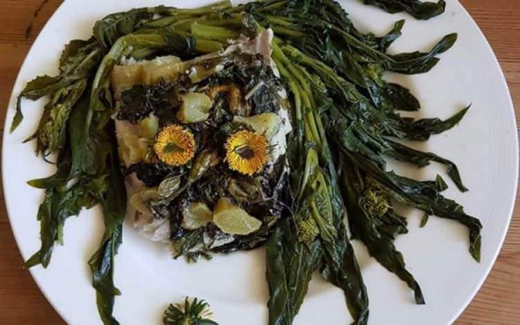 растение полностью съедобно, из него готовят не только салаты, но и другие блюда.