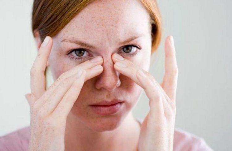 К фронтиту может привести даже хронический ринит.