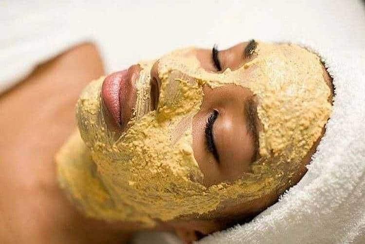 Полезные свойства земляной груши, или топинамбура, позволяют использовать ее для масок и заботы о коже лица.