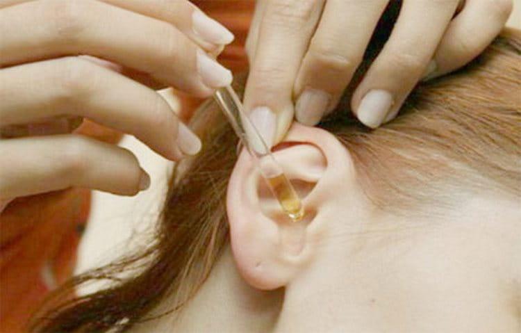 Соком колбы даже закапывают уши.