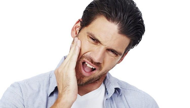 В качестве полосканий отвар растения используется при ангине, зубной боли, стоматите.