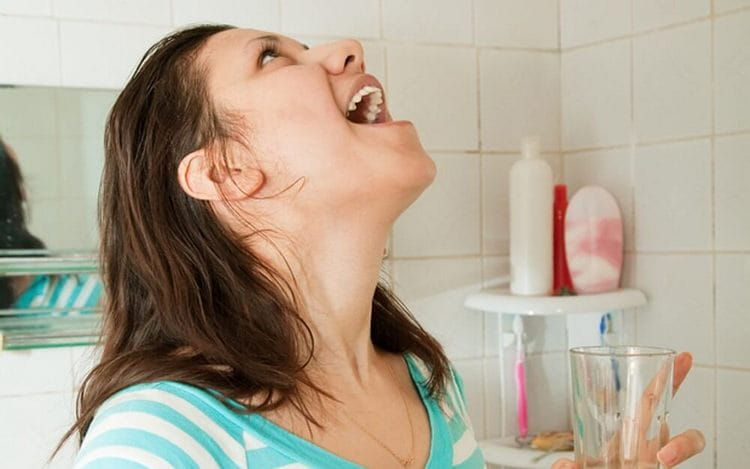 Эффективны также полоскания отваром из этого растения для устранения воспалений и неприятного запаха изо рта.