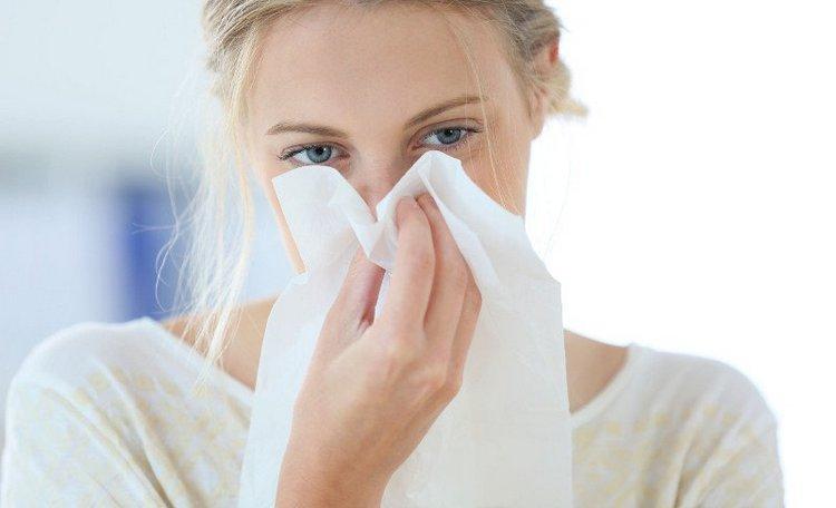 Для недуга характерны зловонные выделения из носа, неприятный запах изо рта.