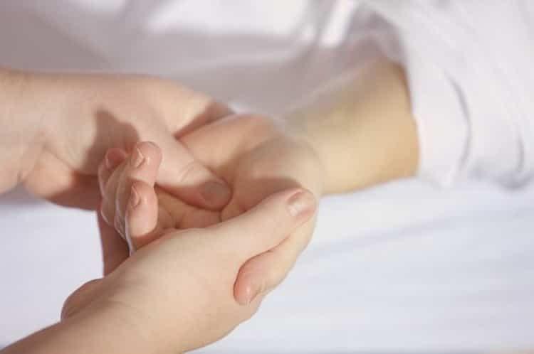 боли в суставах рук и ног причина и лечение