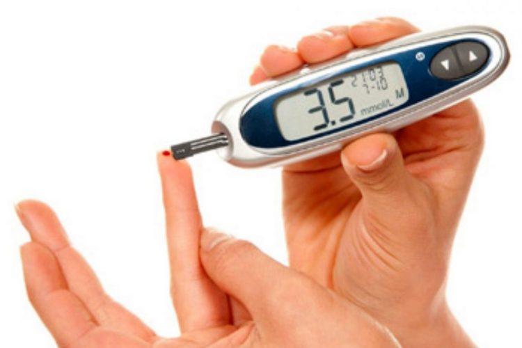 Растение жеруха приносит пользу больным сахарным диабетом, снижая уровень сахара, но бесконтрольное употребление препаратов из нее может нанести вред.