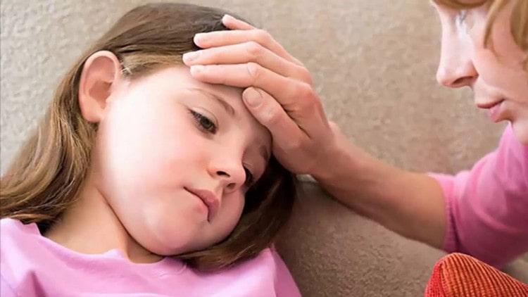 При болезни рука нога рот может сильно повыситься температура.