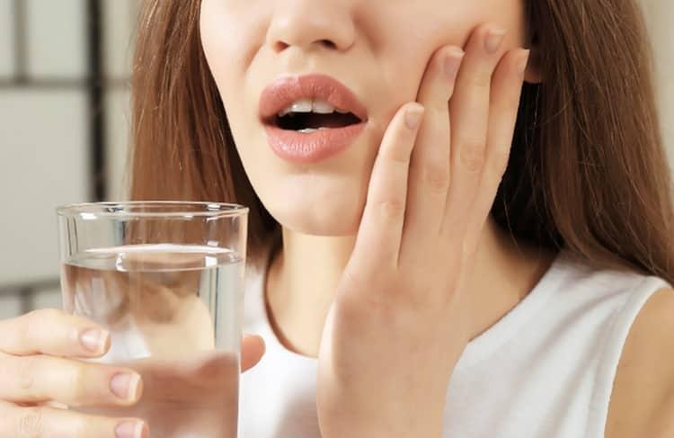 растение используют для приготовления полосканий при стоматите и зубной боли.
